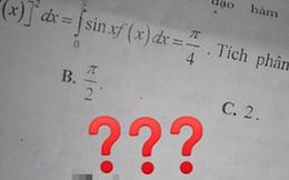 Nữ sinh khoe đề cương ôn tập toán, nhưng ai cũng chỉ chăm chăm nhìn vào câu cuối của đề vì lời nhắn của thầy quá dễ thương