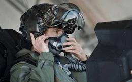 Chiếc mũ bay đắt ngang siêu xe của phi công F-35