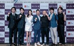 7 năm sau bê bối cưỡng dâm, tài tử loạt phim hot nhất xứ Hàn bị tố quấy rối tình dục mỹ nhân ngay trong buổi họp báo
