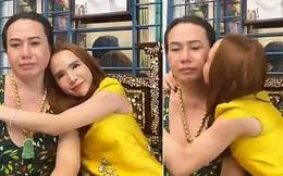 Hot girl chuyển giới Trần Đoàn về tận nhà cô Minh Hiếu, rơi nước mắt xin lỗi sau khẩu chiến trở thành hình ảnh hot nhất MXH hôm nay!