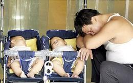 Người đàn ông bàng hoàng khi hay tin 2 đứa con sinh đôi vừa chào đời của mình lại khác bố, vạch trần sự gian dối của vợ