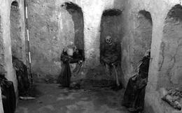 """Ghế mai táng - nghi thức chôn cất kỳ lạ như thể sống chung với xác chết của người xưa, cách thức thực hiện nghe qua đã đủ """"sởn tóc gáy"""""""