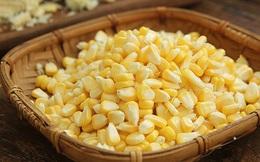 Mẹo hay cực dễ để tách hạt ngô tươi mà không bị nát