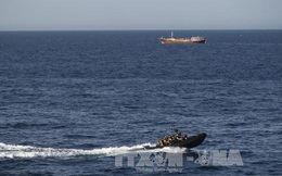 Cướp biển tấn công tàu hàng tại Vịnh Aden