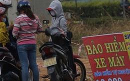 Bảo hiểm xe máy 10.000 đồng mọc lên như nấm ở lề đường Sài Gòn, người mua nguy cơ 'tiền mất tật mang'