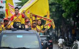 Ảnh: CĐV Nam Định xuống đường diễu hành trước trận Nam Định - HAGL