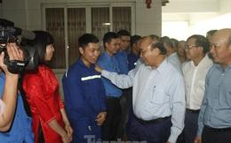 Thủ tướng Nguyễn Xuân Phúc tặng quà công nhân mỏ than Hà Lầm