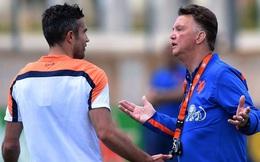 Van Persie bị HLV Van Gaal cho ăn tát vì dám... bật lại