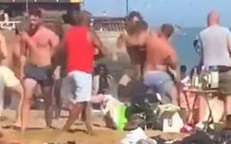 Video: Người dân cãi vã, ẩu đả khi đi tắm nắng ở Anh sau giãn cách