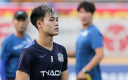"""Chân đau vẫn cố thi đấu, Văn Toàn nguy cơ lỡ """"đại chiến"""" với Hà Nội FC"""