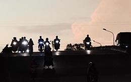 Xe máy tốn thêm bao nhiêu xăng nếu bật đèn cả ngày?
