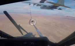 Màn tiếp nhiên liệu trên không ngoạn mục của trực thăng Mỹ HH-60G