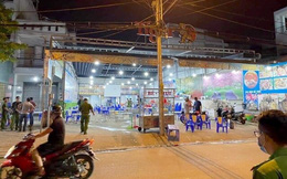 Hàng chục thanh niên vác hung khí đập phá quán ốc ở Sài Gòn