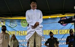 Cặp đôi Indonesia bị đánh 100 roi mỗi người vì quan hệ tình dục trước hôn nhân