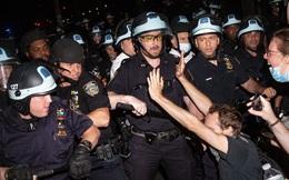 Tranh cãi quanh chiến thuật quây kín, chặn lối thoát người biểu tình Mỹ