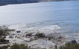 Vạt đất khổng lồ tách khỏi đất liền bị cuốn theo dòng nước ở Na Uy