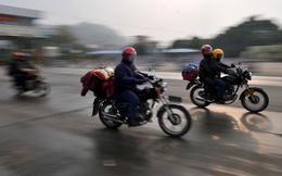 Dân Trung Quốc cưỡi xe máy về quê ăn Tết