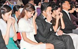 """Dàn diễn viên TVB """"khóc như mưa"""" khi xem phim"""