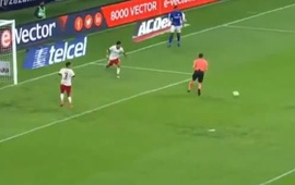 Trọng tài gây sốc khi cản cú đá vào khung thành trống, 'cướp' bàn thắng mười mươi của đội chủ nhà