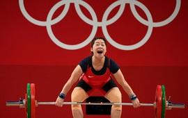 Lực sĩ Hoàng Thị Duyên nâng tạ hỏng, đoàn Việt Nam có nguy cơ trắng tay ở Olympic Tokyo