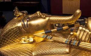 Clip: Cận cảnh cỗ quan tài bằng vàng của Pharaoh Tutankhamun