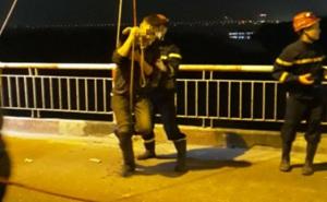 Nam thanh niên nhảy cầu Chương Dương xuống sông Hồng rồi vẫy tay cầu cứu do say rượu