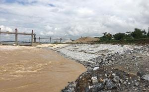 Bờ kè dự án trên 300 tỷ đồng sụt lún, hư hỏng trước khi bão số 7 đổ bộ