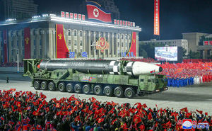 Phô diễn tên lửa, Triều Tiên gửi thông điệp gì tới TT Mỹ tương lai?
