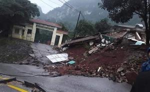 Quảng Bình: Sạt lở núi kinh hoàng, vùi lấp đồn biên phòng và xé toác QL 12A