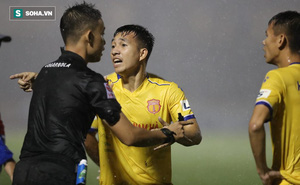 """""""Trọng tài sai lần thứ 5 rồi, CLB Nam Định đáng ra ở tốp trên chứ không phải đua trụ hạng"""""""