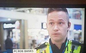 """Chàng thanh niên bỗng nổi tiếng sau một đêm vì làm cảnh sát nhưng có tên là """"Cướp Ngân Hàng"""""""
