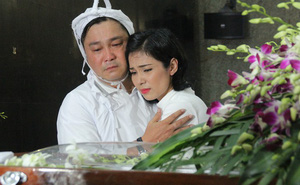 Việt Trinh an ủi, chia sẻ nỗi đau mất cha của Lý Hùng khi tới viếng NSND Lý Huỳnh