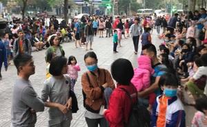 Khói bốc lên từ chung cư HH Linh Đàm, hàng trăm người dân hốt hoảng tháo chạy lúc sáng sớm
