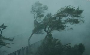 """Báo nước ngoài viết về bão lũ miền Trung: """"Bão sát thủ"""" vừa qua, Việt Nam lại sẵn sàng sơ tán 1,3 triệu dân"""