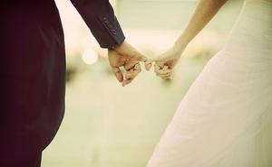 Đúng ngày cưới thì cô dâu bị cho leo cây, lời giải thích muộn màng của chú rể gây tranh cãi
