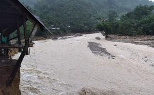 Quảng Nam: Lũ khẩn cấp trên các sông, điểm danh 93 điểm 'tử thần'