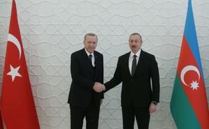 Ngoại trưởng Thổ Nhĩ Kỳ tới Azerbaijan khi Armenia yêu cầu Nga hỗ trợ an ninh