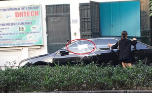 """Cô gái dán băng dính quanh ô tô đỗ chắn cửa nhà, tờ giấy để lại gây tò mò, chủ xe đọc chắc """"đỏ mặt"""""""