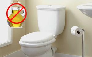 Lý do bạn không được đổ thức ăn dầu mỡ vào toilet