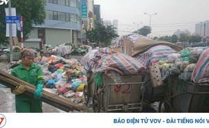 """Vì sao Hà Nội loay hoay trước """"cuộc khủng hoảng rác""""?"""
