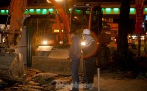 Công nhân trắng đêm thi công hầm chui- nút giao Lê Văn Lương