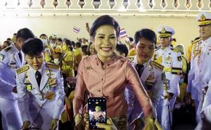 """Hoàng quý phi Thái Lan tái xuất: """"Âm mưu"""" và sóng gió sắp bủa vây chốn hậu cung?"""