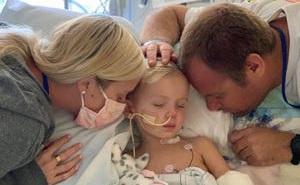 'Ác mộng tồi tệ của mọi phụ huynh': Bé trai 3 tuổi mất 2 chân vì loại vi khuẩn 'hung ác'