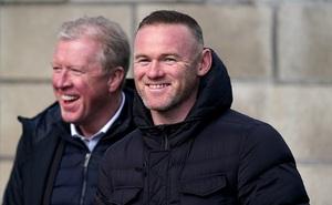 Wayne Rooney tươi như hoa sau chiến thắng đầu tay trên cương vị HLV