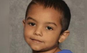Bị cha mẹ phạt nhốt trong tủ, bé trai chết tức tưởi hé lộ cuộc sống như địa ngục trần gian của đứa trẻ 6 tuổi chỉ nặng 8kg