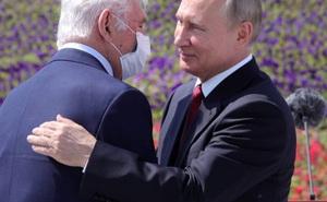 [ẢNH, VIDEO] TT Putin lần đầu tái xuất trước công chúng sau hơn 2 tháng tránh dịch COVID-19