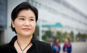 """Triết lý sống của nữ tỷ phú đi lên từ hai bàn tay trắng, sở hữu đế chế sản xuất màn hình điện thoại cho Samsung, iPhone, Huawei: """"Sao phải sợ, nếu trượt ngã thì đứng dậy đi tiếp!"""""""