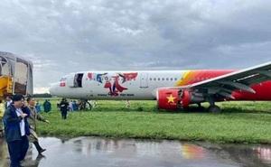 Tạm giữ bằng lái phi công điều khiển máy bay Vietjet hạ cánh trượt khỏi đường băng