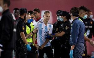 """CĐV """"vượt rào"""" trận Mallorca - Barca tự hào vì được tận mắt thấy Messi"""