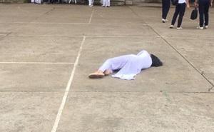 Nữ sinh nằm ngất xỉu giữa sân trường, cứ ngỡ bệnh nặng, hóa ra do cô nàng trót tuyên bố với bạn bè 1 câu lầy lội như này